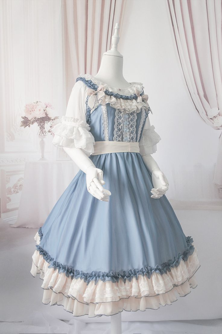 Cute dress // lovely blue color~ And, the ivory details are perfect