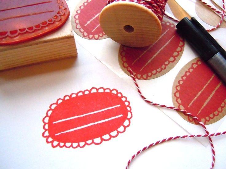 """Jetzt geht's ans Beschriften der selbstgekochten Marmeladen!  Zum Bestempeln habe ich hier die """"Aufkleber Kraftpapier oval"""" von +smalltreasures+ ..."""