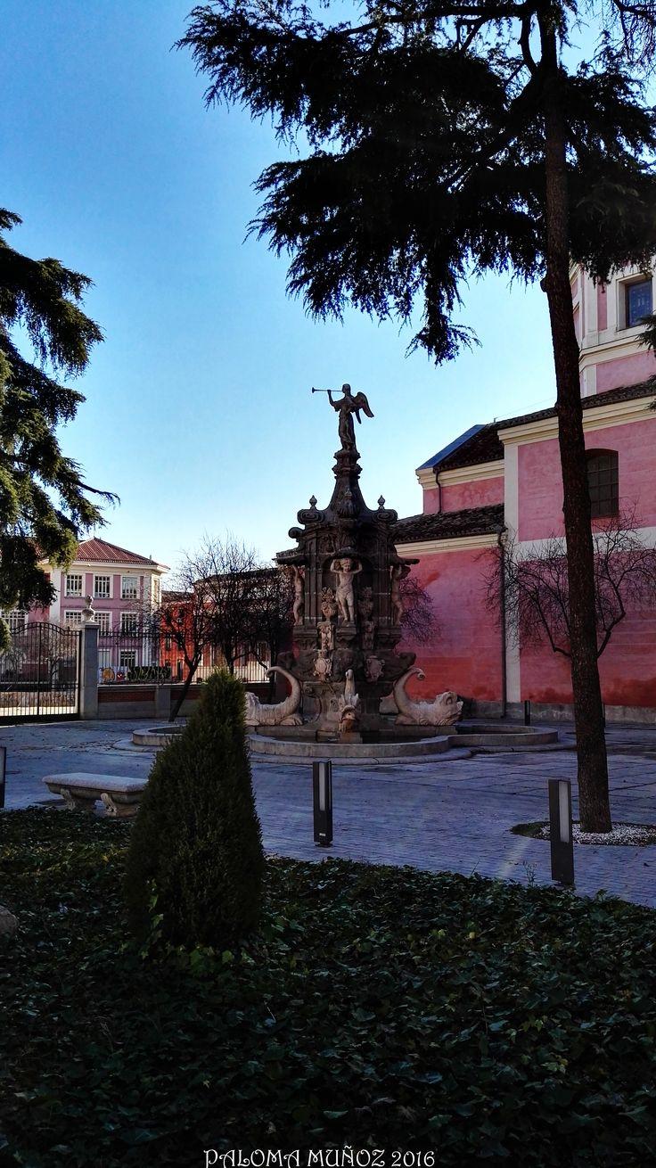Museo Municipal de Madrid y fuente de La Fama. Museo Municipal and Fountain of The Fame.