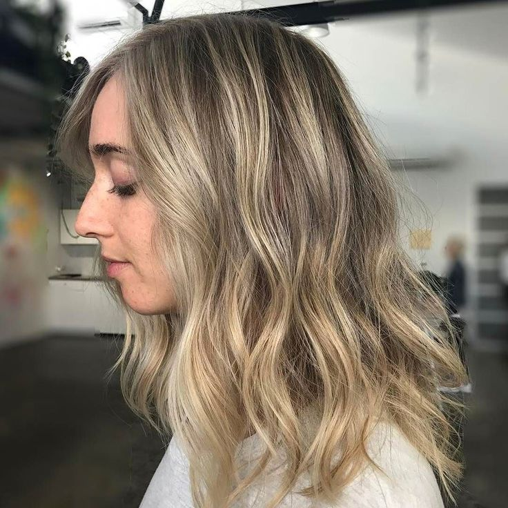 #faceframe #highlights and #dimensional #blonde created using #texturalhighlights @redkenaustralia #flashlift  20vol #glossed with #shadeseq 1/2 07G 1/2 09GB #hairline and ends 2/3 000  1/3 09V  Hair by #bossman @jaye_edwardsandco. #edwardsandco #edwardsandcoalexandria