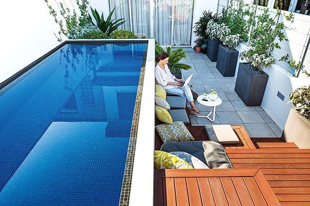 The first weekend of summer has never looked so good! This beautiful rooftop garden is the masterpiece of Matt Hooke from @outdoorestablishments and features in our December issue – out now. Doesn't the plunge pool look inviting? Sneak a peek at the rest of the space via the link in our bio. Happy weekend!⠀ ⠀ Photography - @lina_hayes