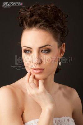 http://www.lemienozze.it/operatori-matrimonio/trucco_e_acconciatura/make-up-sposa-treviso/media/foto/6 Acconciatura sposa alta con capelli raccolti indietro. Clicca e guarda tantissime altre immagini di acconciature sposa >> http://www.lemienozze.it/operatori-matrimonio/trucco_e_acconciatura/make-up-sposa-treviso/media/foto/6