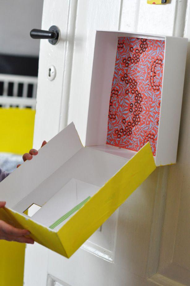 eigen slaapkamer brievenbus.    Gemaakt van een doos. binnen kant beplakt met leuk motief.  gleuf voor post erin. beschilderen en de letters post erop.