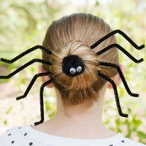 Cette année pour Halloween, surprenez tout le monde avec une coiffure araignée terriblement effrayante !
