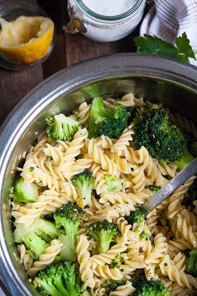 Brokkoli-Pasta mit Zitrone und Knoblauch - kochkarussell.com
