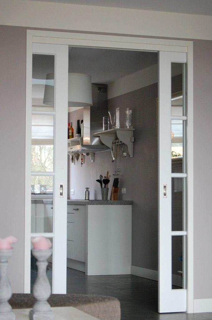 Schuifdeuren. Heerlijk authentiek detail. Binnenkijken in een nieuw gebouwd herenhuis | Maison Belle