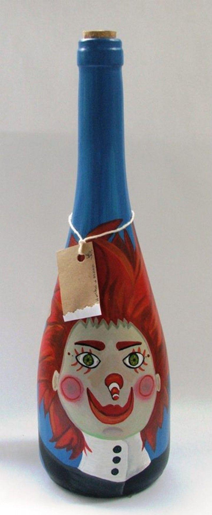 Botella de vidrio pintada con acrilicos y barnizada.