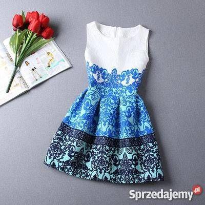 Witam! Przedmiotem sprzedaży jest śliczna sukienka. Wykonana jest z materiału żakardowego, który jest ozdobiony wzorem w niebieskich odcieniach. Materiał nieelastyczny, nie jest zbyt gruby. Brak podszewki. Nadaje się na ciepłe (lecz nie upalne) dni. Zapinana z tyłu na zamek kryty.  Sukienka jest nowa.  NIE WYMIENIAM SIĘ NIE ROBIĘ ZDJĘĆ NA OSOBIE  Rozmiar z metki L Biust 46 cm Pas 39 cm Długość 81 cm Długość spódnicy 41,5 cm  Cena oryginalna 149  zł