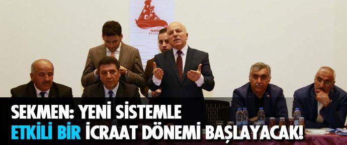 Erzurum Büyükşehir Belediye Başkanı Mehmet Sekmen, referandum çalışmaları kapsamında düzenlenen toplantılarda muhtarlara Cumhurbaşkanlığı Hükümet Sistemi'ni anlatıyor.