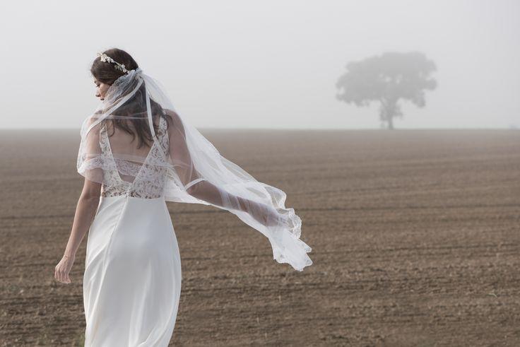 Robe de mariée,, modèle Lara en soie et dentelle  collection 2017 www.aufildelise.com