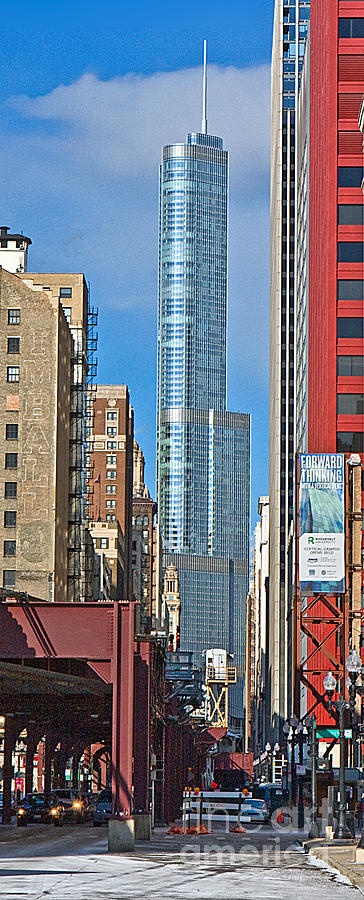 Chicago. Trump Tower from Wabash Ave. looking North
