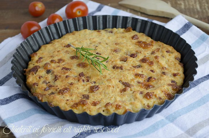 Focaccia di pane raffermo con patate prosciutto e formaggio