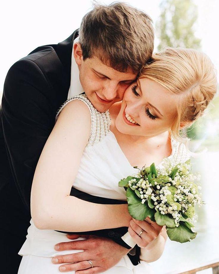 Liebe ist das Einzige was sich verdoppelt, wenn man es teilt���� #justmarried#standesamt#love#liebe#mrandmrs#mannundfrau#braut#bräutigam#germany#deutschland#happy#smile#wedding#hochzeit#13052017#mylove#glücklich#0711#verliebt#verlobt#verheiratet#maibraut http://gelinshop.com/ipost/1523493178018476556/?code=BUkiPk9hbIM
