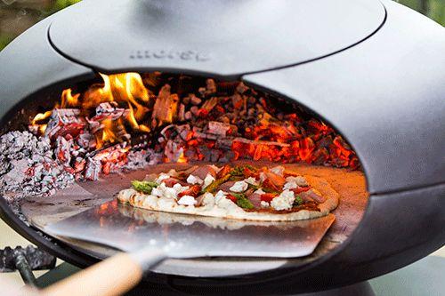 Bereid gemakkelijk en snel pizza's in de Morso Forno