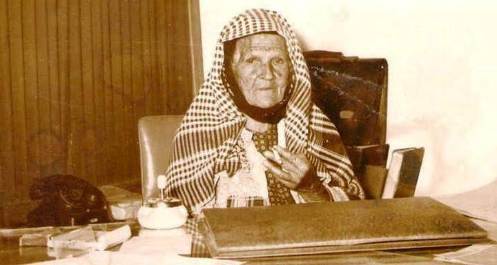 Türkiye'nin ilk kadın muhtarlarından Ümmü Türe 1966.sigaraya dikkat