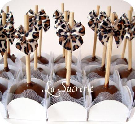 Bolipops de chocolate e cobertura de chocolate ao leite