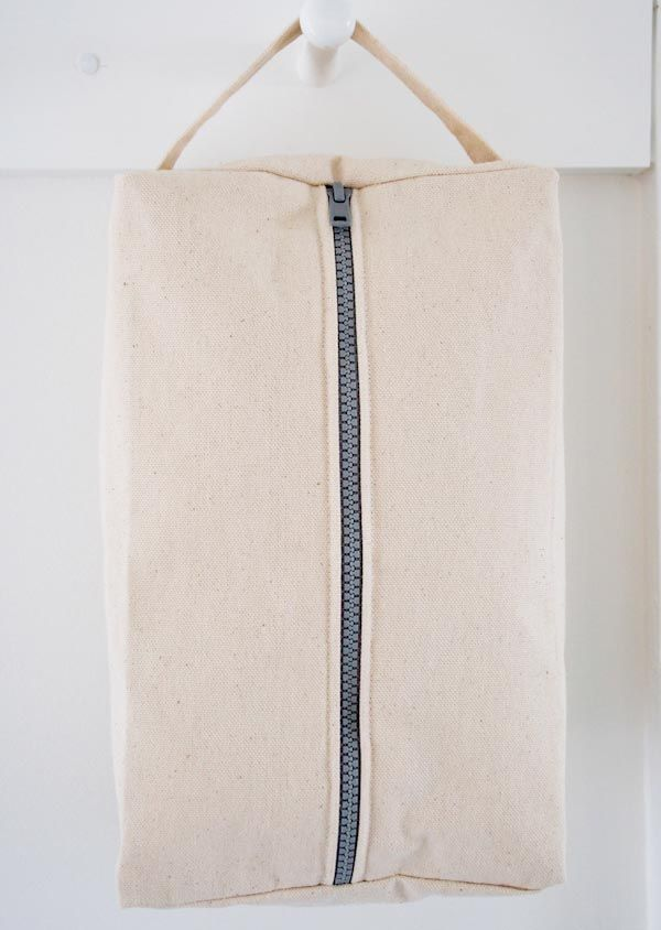 Purl Soho's zippered dopp kit tutorial - put the zipper in the right way round next time :p