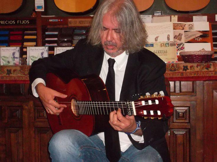 Miguel Ángel Cortés con su Ramírez