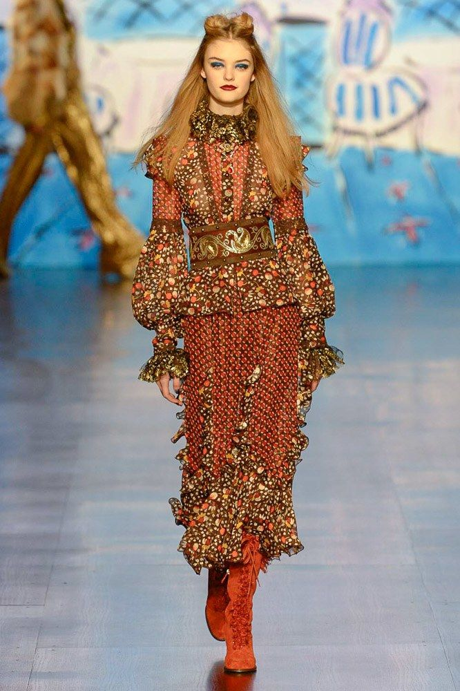 See the complete Anna Sui Fall 2017 Ready-to-Wear collection.