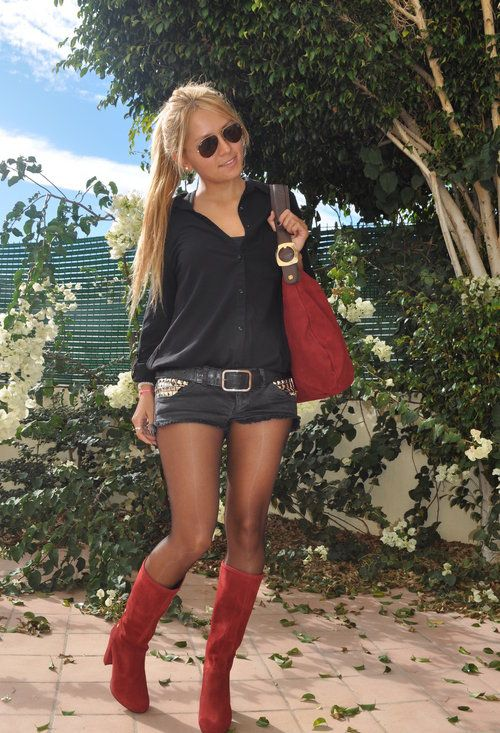 Shorts in Winter  , Cuple in Bags, Cuple in Boots, Onyxay in Shorts, Zara in Shirt / Blouses