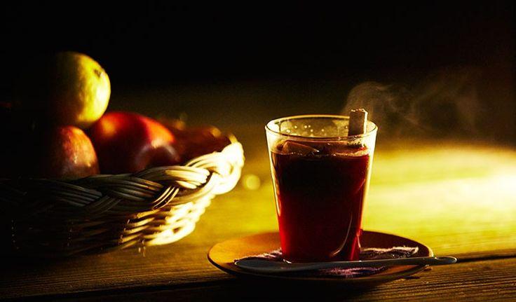 冬のドリンクって、暖かくて味が濃い物が飲みたくなりますよね。特にスパイスの効いた赤のホットサングリアなんてピッタリ!だけど、サングリアはお酒が入っているから飲めないなんて方もた...