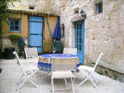 Issigeac villa rental - Outdoor courtyard with barbecue and seating for 6