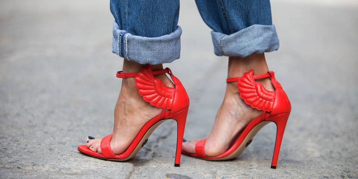 Jeans and the sexiest pair of red heels EVER. #love #NYFW #streetstyle