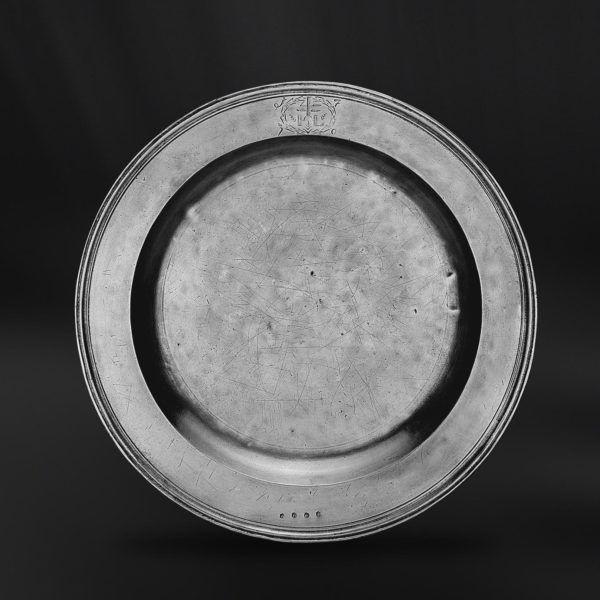 Pewter Platter - Diameter: 46 cm (18,1″) - Food Safe Product - #pewter #platter #peltro #piatto #grande #piattone #zinn #teller #zinnteller #étain #etain #assiette #plat #peltre #tinn #олово #оловянный #tableware #dinnerware #table #accessories #decor #design #bottega #peltro #GT #italian #handmade #made #italy #artisans #craftsmanship #craftsman #primitive