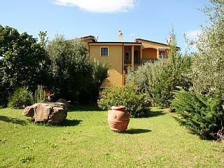 Ferienwohnung in villa mit Garten bis 5 Minuten vom Sandstrand   Ferienhaus in Ogliastra von @homeaway! #vacation #rental #travel #homeaway