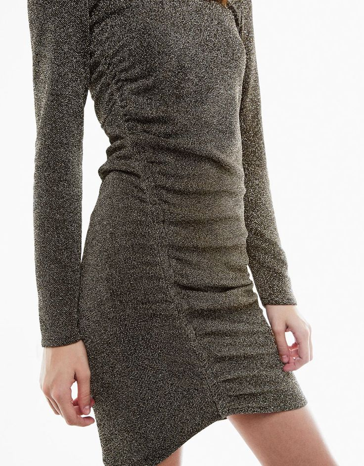 Платье с драпировкой сбоку и металлизированной отделкой - Платья - Bershka Russia
