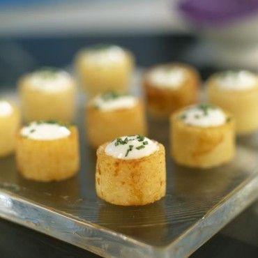 Cylindres de pommes de terre farcis à la crème et ciboulette