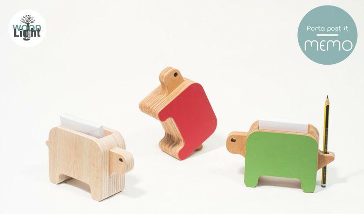 Il portamemo in legno nelle sue forme ricorda una tartaruga. Un oggetto simpatico e curioso pronto a tenerti compagnia!!