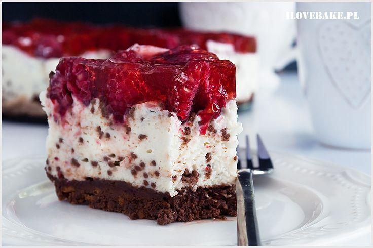 Sernik straciatella z malinami i nutellą. Przepyszne połączenie kilku smaków, ale przede wszystkim bardzo prosty i błyskawiczny deser. Spód z nutellą, masa sernikowa z czekoladą oraz pyszne świeże owoce w galaretce.