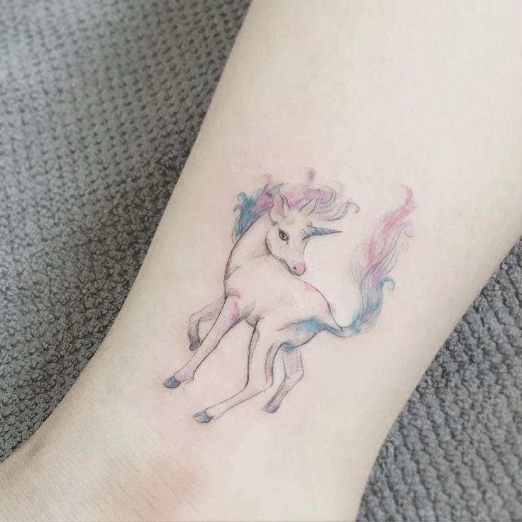 Exemplos de como essa criatura mágica combina com qualquer estilo de tatuagem.