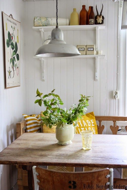 Oh to have a breakfast nook. Love the bench and chair, not to mention the industrial light.