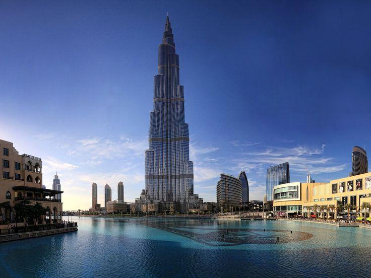 Dubai is a futuristic city, this is Dubai, Burj Khalifa. The total height of 828m. Currently (2016.02.) the world's tallest building _ Dubai egy futurisztikus város, ez a Burdzs Kalifa (Kalifa-torony) Teljes magassága 828m. Jelenleg (2016.02.) a világ legmagasabb épületének számít_photo by Picsonthemove