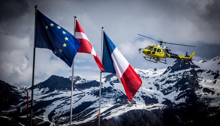 Survoler le Mont Blanc en hélicoptère. C'est possible en réservant votre activité ici > https://www.adrenactive.com/bapteme-helicoptere-mont-blanc-74-1646.htm