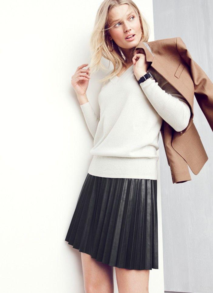 Pleated leather skirt + light V-neck