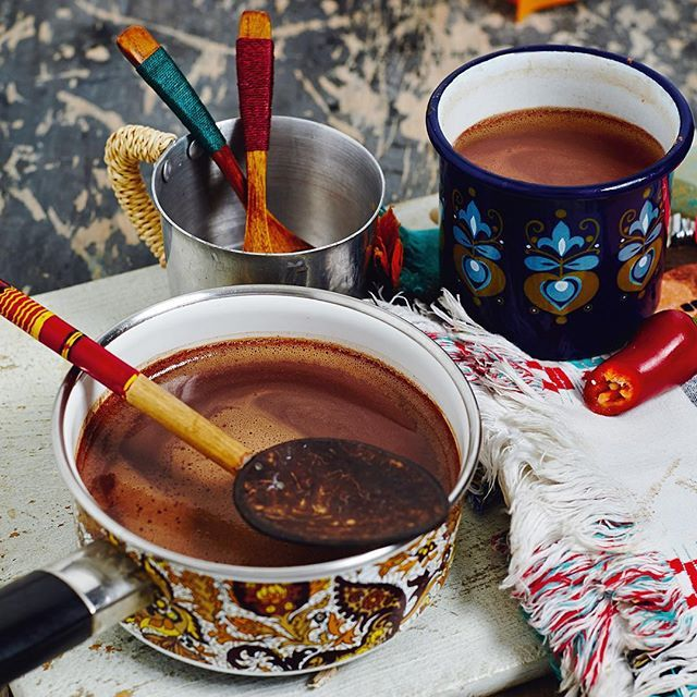 More #chocolate? Yes please! This cold weather makes us want to hibernate. Curl up with our #MexicanHotChocolate, it's like a hug in a mug. Rich, aromatic and totally blissful. Find this recipe on p292 of #TheArtOfEatingWell #Yum #NightIn #GoodAndSimple