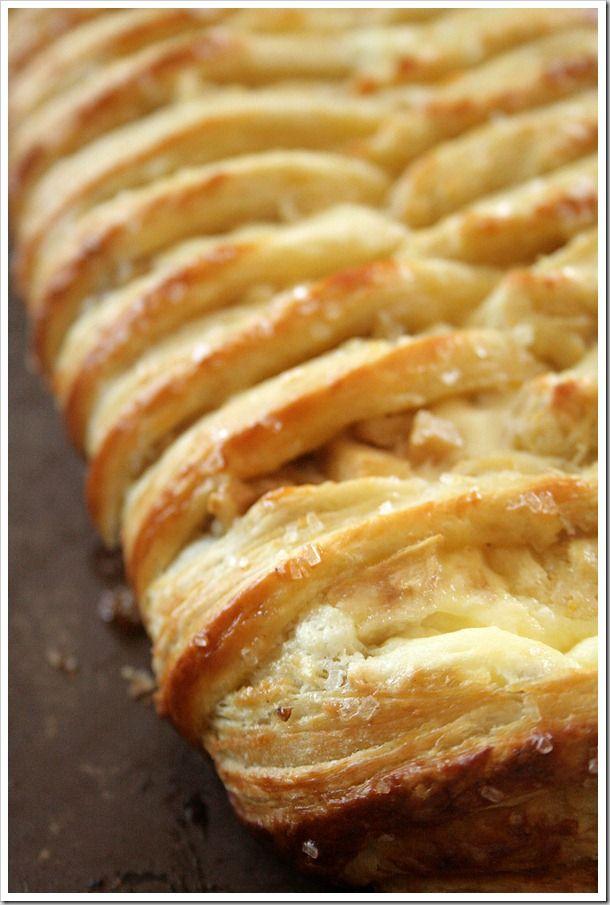 White Chocolate Cream Cheese Danish Braid with Tart Apples & Walnuts: Tarts Apples, White Chocolates, Danishes Braids, Cheese Braids, Cream Chee Danishes, Cream Cheese Danishes, Apples Walnut, Chocolates Cream Cheese, Cream Cheeses
