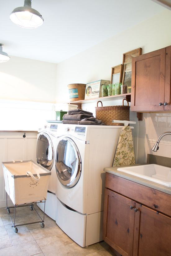 Farmhouse Laundry Room by Finding Home Farms
