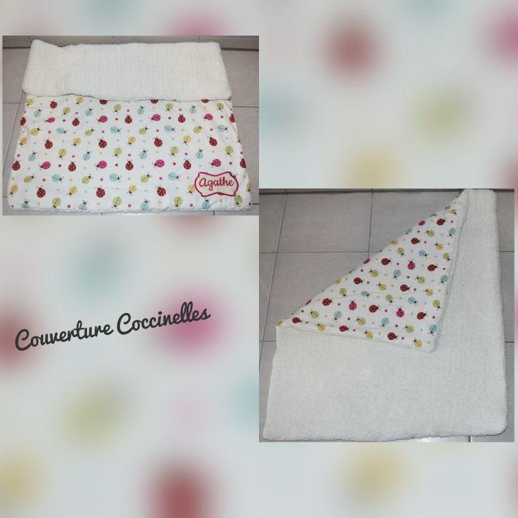 Couverture en tricot doublée avec un tissu coccinelles et broderie personnalisée