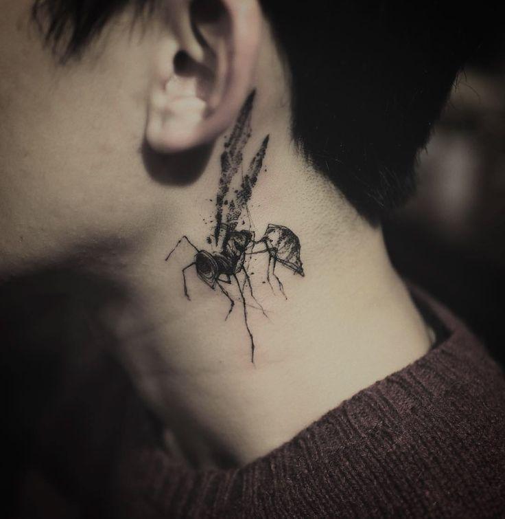 Cool Wasp Tattoo On Neck Blackwork Tattoo Pinterest