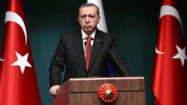 La situation ne cesse d'empirer en Turquie, où la rupture est totale entre le président Erdogan et la minorité kurde, qui l'accuse d'attiser les tensions à deux mois des législatives. Décryptage.