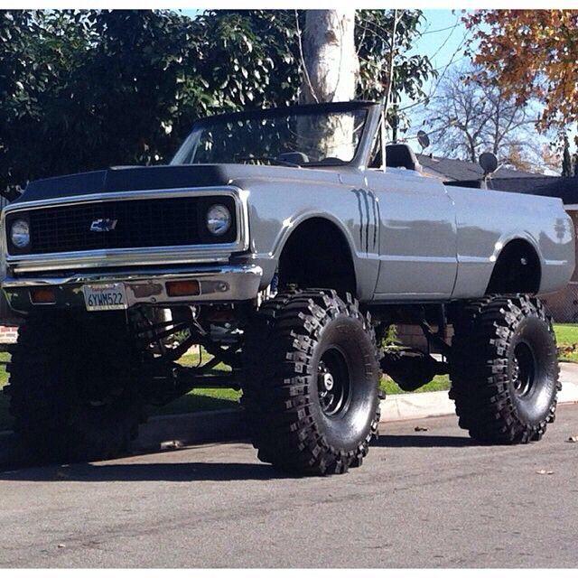 Custom Chevy Blazer - https://www.pinterest.com/dapoirier/4x4-and-trucks/