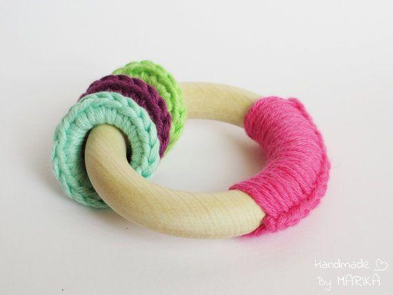 Organic wooden teething ring - baby teething toy - pink organic cotton yarn and wood