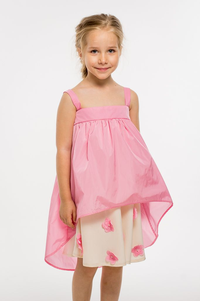 For pink lovers this is a great choice for your little one. Summer dress with flower and pearls applications on bottom and designed with love by Designers for kids