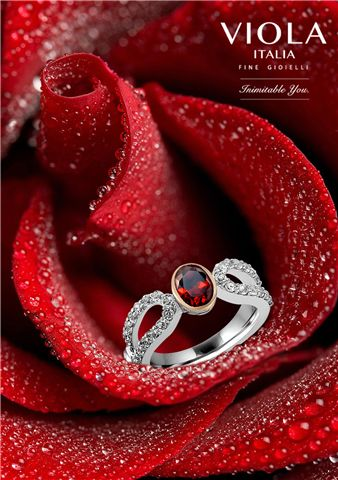 Luscious Red captivates and entraps, in a maze of passion, love and seduction. Garnet is the stone that captures the same. #Jewellery #Rose #RedRose #Drops #DewDrops #Love #Seduction #Passion #Fashion #Jewellery