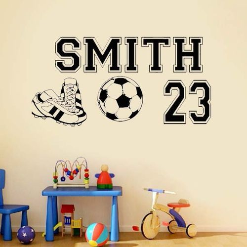 muursticker voetbal met eigen naam en rugnummer