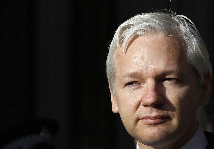 Londres.- La policía británica retiró a los agentes que vigilaban las 24 horas del día el frente de la embajada de Ecuador en Londres, donde se refugia Julian Assange. La Policía Metropolitana dijo que seguirá haciendo todo lo posible para detener al fundador de WikiLeaks, que ha estado allí desde junio de 2012, mientras Suecia…